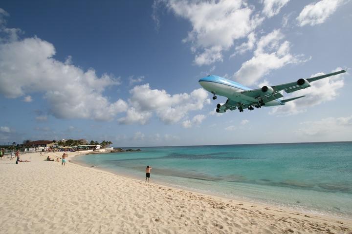 KLM B747-400 MahoBeach Landing
