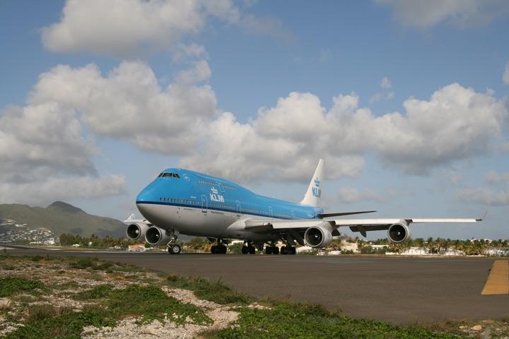 KLM B747-400 MahoBeach Takeoff