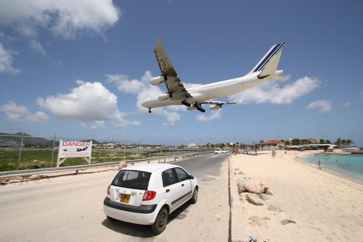 AF A340-300 MahoBeach Landing