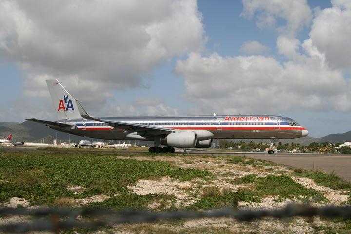 AA B757--200 MahoBeach
