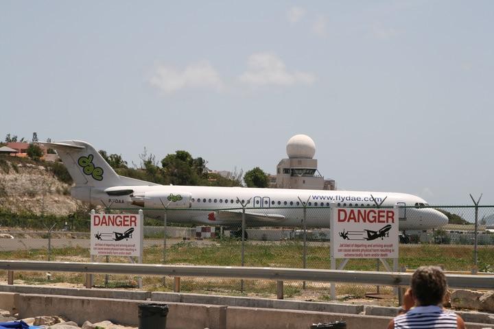 DAE Fokker100 MahoBeach