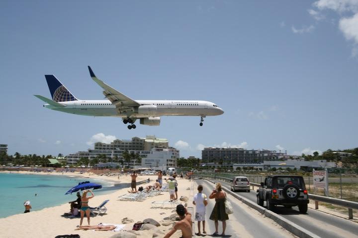 Continental Air Lines  Boeing 757-224ER MahoBeach