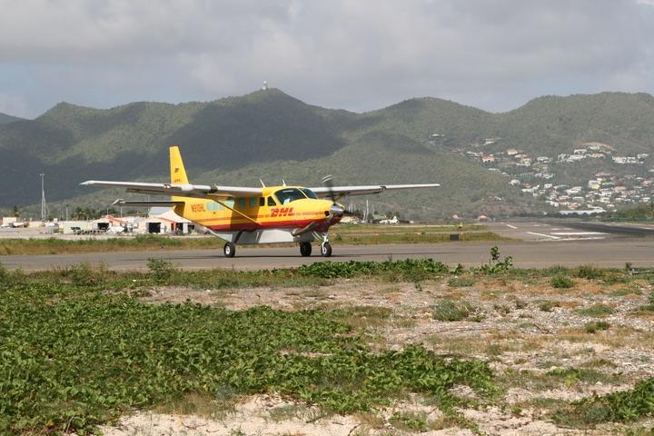 DHC-6-300 MahoBeach