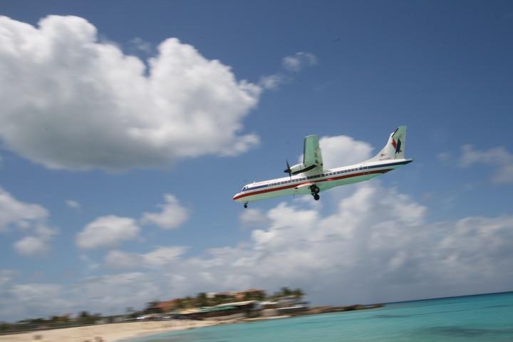 OW ATR 72-212 MahoBeach