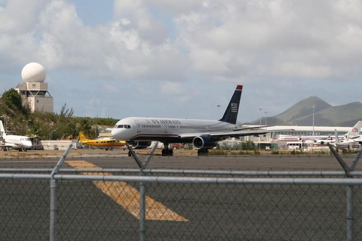 US Airways Boeing757-225 MahoBeach