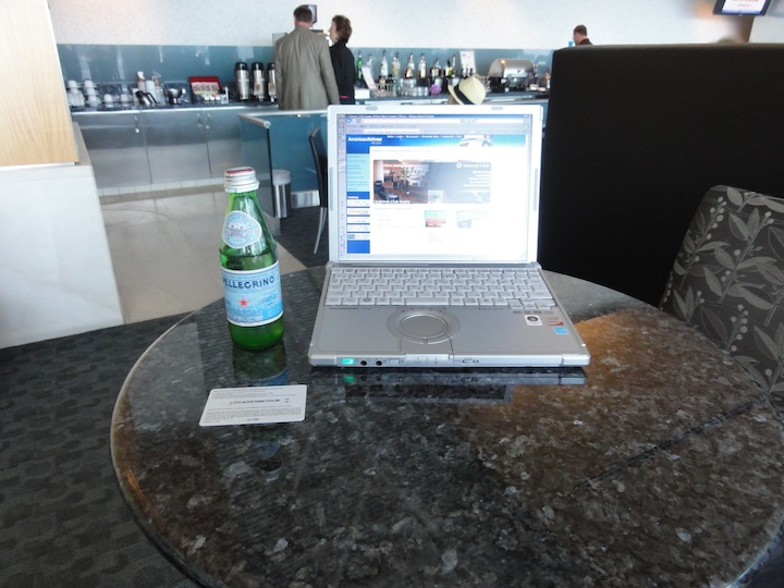 AmericanAirlines FirstClass  Lounge LAX(Flagship lounge)