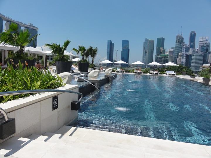Mandarin Oriental Singapore Pool Club Lounge