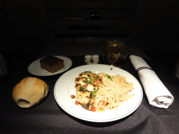 AmericanAirlines AA135 JFK-HND BusinessClass